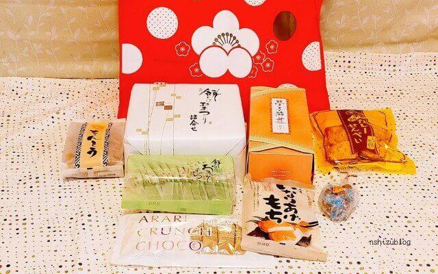 もち吉の3000円福袋のなかみ。袋から出してみたところ